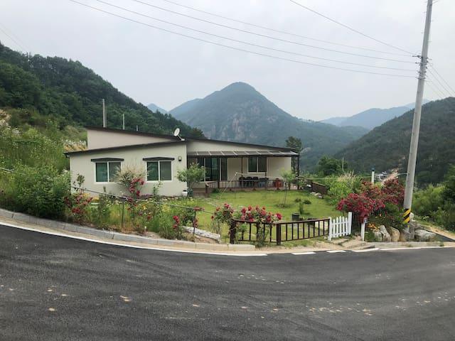 금산군 제원면의 200평부지, 전원주택 독채 (30평, 마당과 테라스)