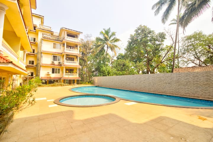 1)Spacious 1BHK Pool View Apt for Family &Friends