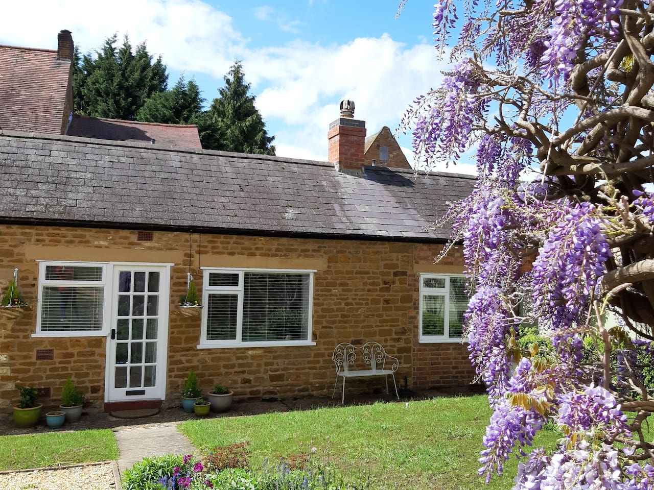 Granary Cottage in the sunshine.