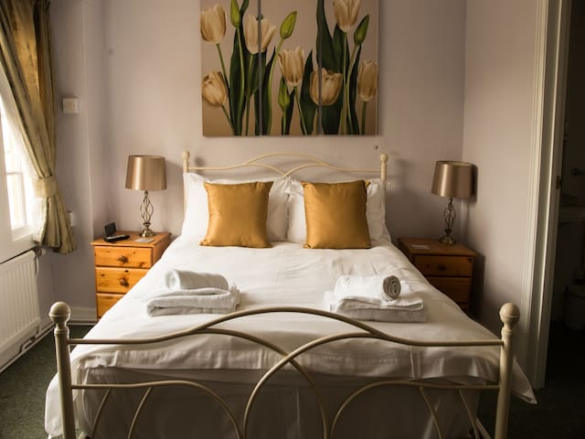 Dog Friendly Double rooms in Montacute