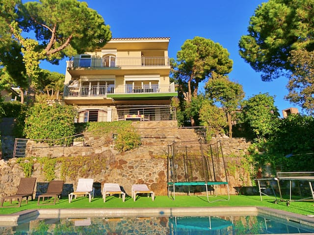 Holidays house with private swimming pool and fantastic views
