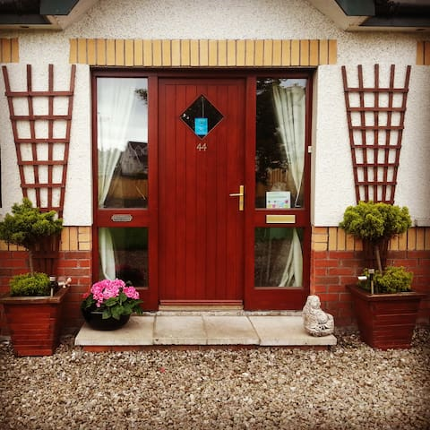 ' Yummy Room' in The Avenue B&B - Ballycastle - Dom