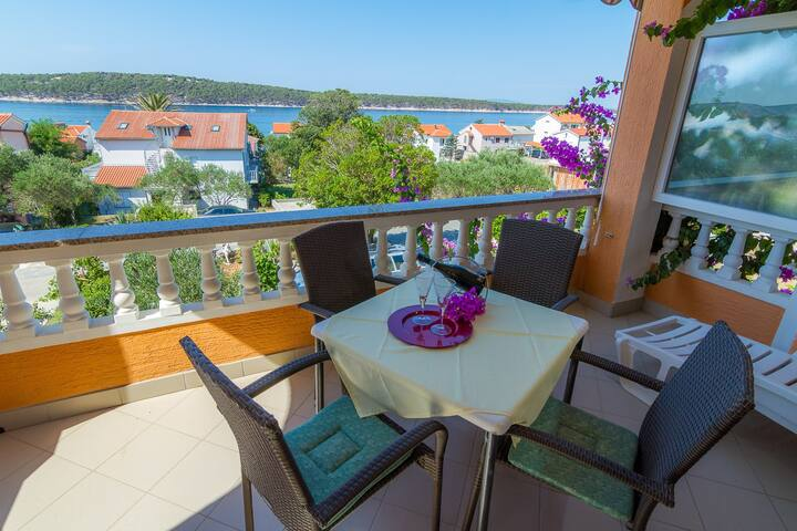 Apartment Anđela - 80 m from beach : A3(2+2) Barbat, Island Rab
