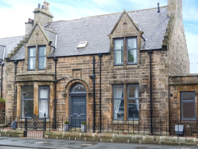 FIRTHVIEW, character holiday cottage in Buckie, Ref 952075
