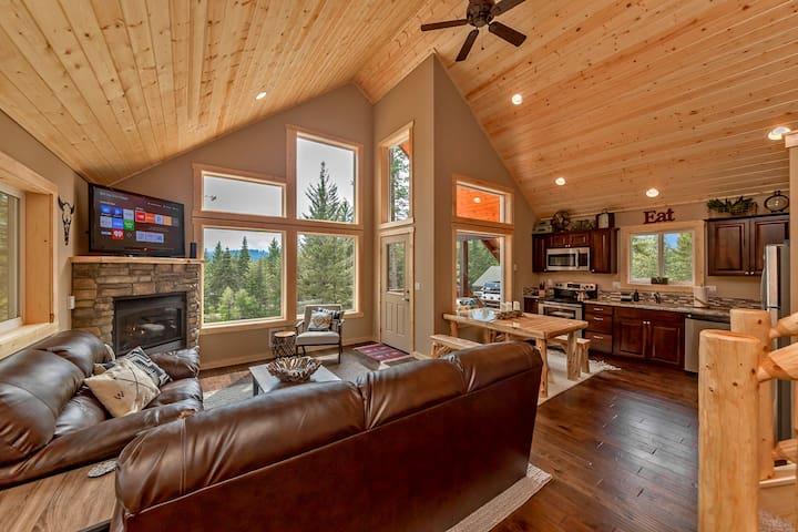 Deer Creek Lodge-Deer Creek Lodge! Summer Pool | Hot Tub | Snowmobile Paradise!