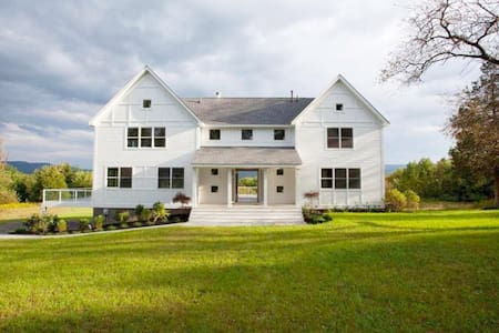 Modern Farmhouse w/ Monhonk View in Hudson Valley - Accord - House