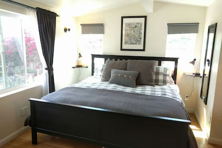 Luxury Garden Cottage w/ King Bed - Richmond
