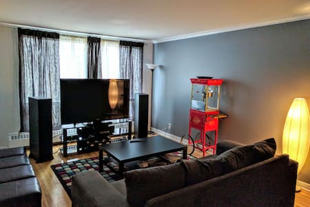 Big clean 4 bedroom in safe area :) - Côte Saint-Luc