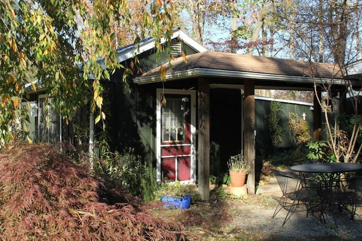 Providence: Garden Cottage w/pool - Black Mountain