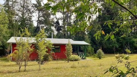 Linda cabaña a orillas de Rio Dónguil