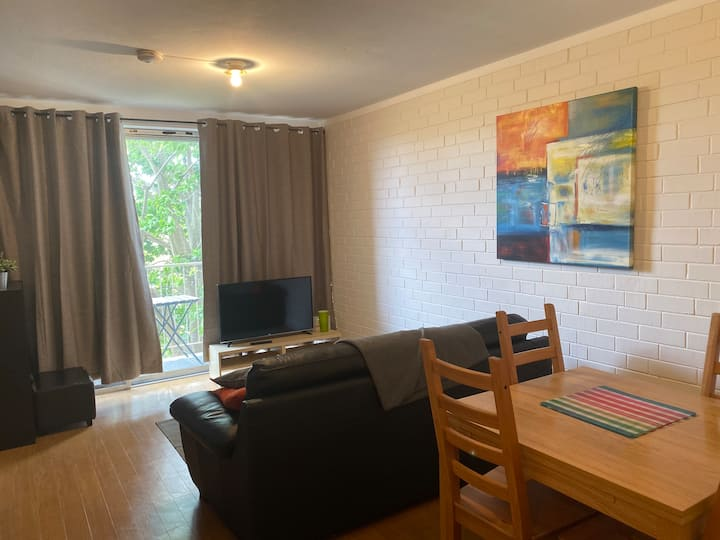 Entire One Bdrm unit - free wifi & parking