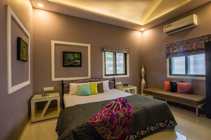 Luxury 6BHK private villa & Swimming Pool Lonavala