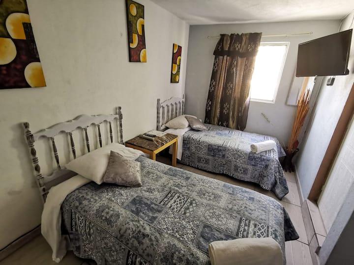 TWIN ROOM (2 camas ind.) | DESAYUNO INCLUIDO