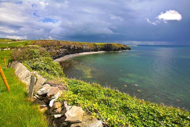 Wild Atlantic cosy haven, Liscannor Co.Clare - Clare - Huis