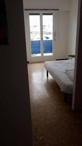Petite chambre,saisonnier, à 1 km de Cannes centre