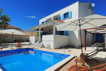 Villa with swimming pool in peaceful countryside - Nin