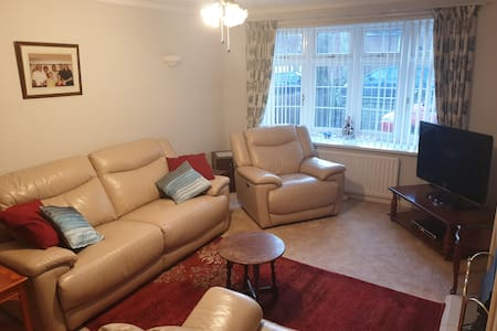 1 Double Room w/ Lounge, Shower Room & Kitchen