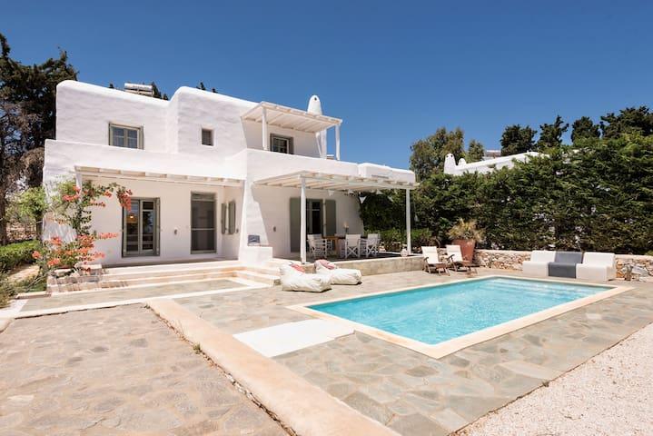 Sun Drop I with private pool, Drios beach, Paros