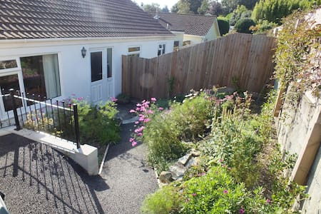 Detached bungalow with views over Truro - Truro