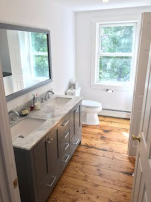Bathroom w/ views over Kedron Brook