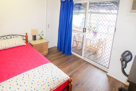 Single Room Close to City - Cairns North