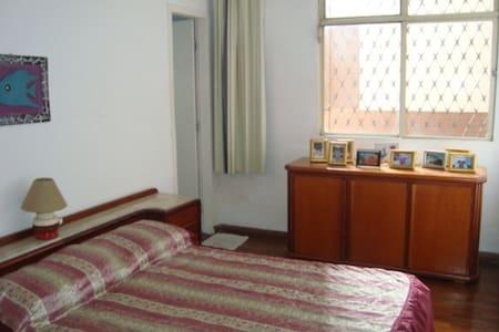 Quarto em Apartamento confortavel - Belo Horizonte - Lägenhet