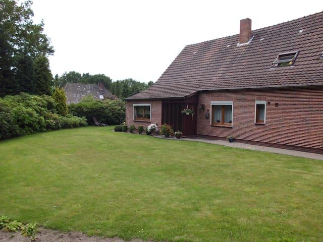 komfortable Ferienwohnung mit Terasse/Garten