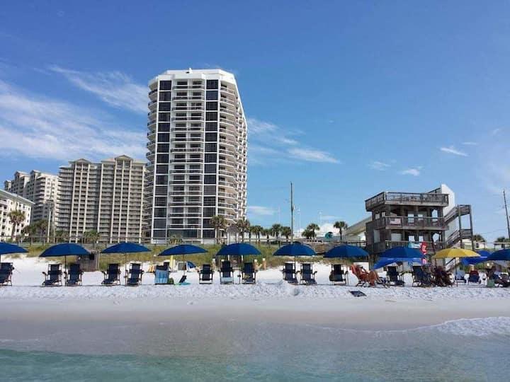 Weekend Retreat~Surfside Resort ~ Newly Renovated