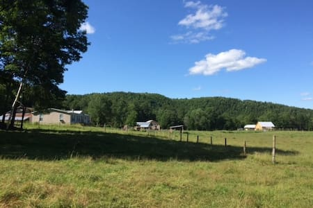 Burelli Farm, Berlin, Vermont - Separate Apartment - Berlin