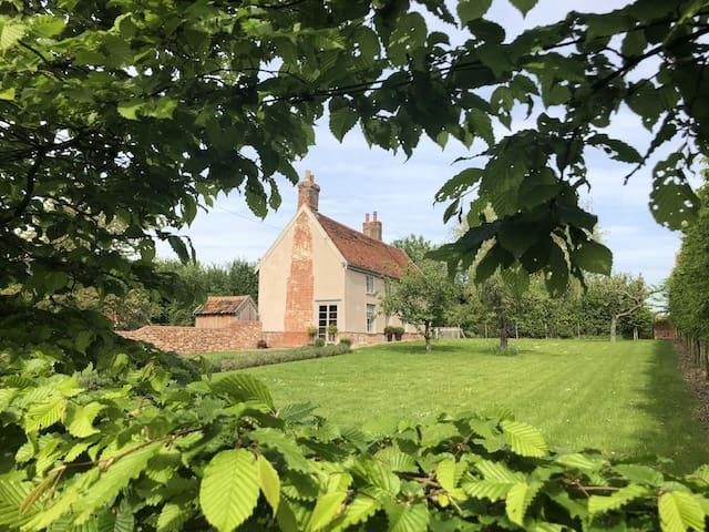 Stunning 16th Century Farmhouse in Suffolk