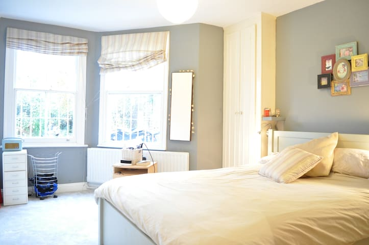 2 Bedroom Garden Flat - 15 mins to Central London! - London - Apartment