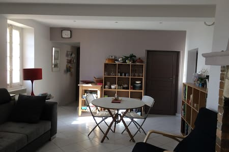 Apartment in provençal village - Carros - Wohnung
