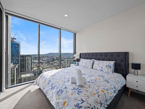 Location, View & Pool! 24th floor Apt w King Bed