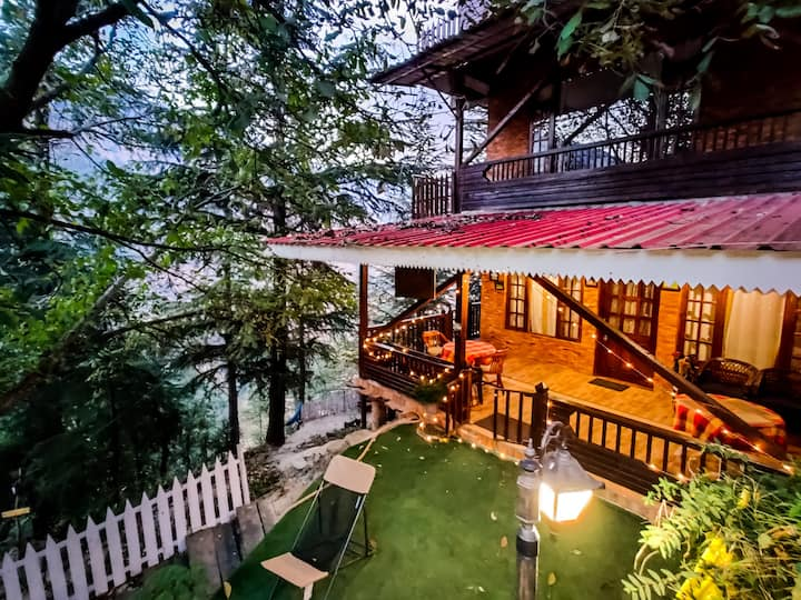 Royal Swiss Cottage- Luxury Chalet in Woods
