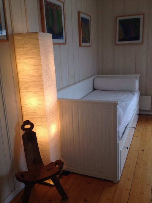 Sovesofa som blir til dobbeltseng. Can be made into a double bed