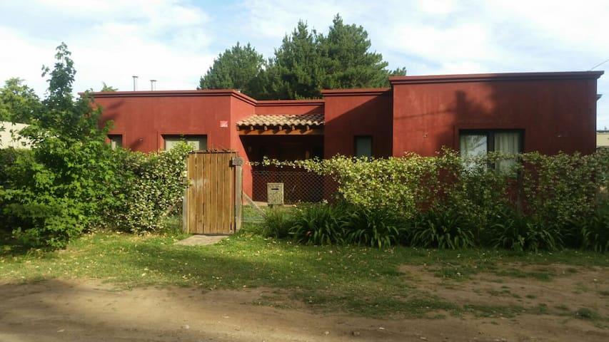 Casa en Tandil, a 5 minutos de las sierras - Tandil - Huis
