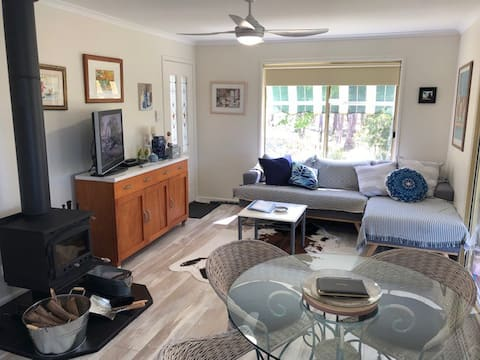 Refurbished 2 brm cottage on 8 acres -Sunny Acres
