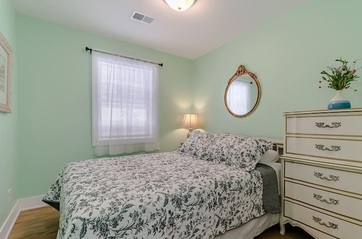 Queen bedroom 4, with closet and dresser (Bedroom 4 of 7)