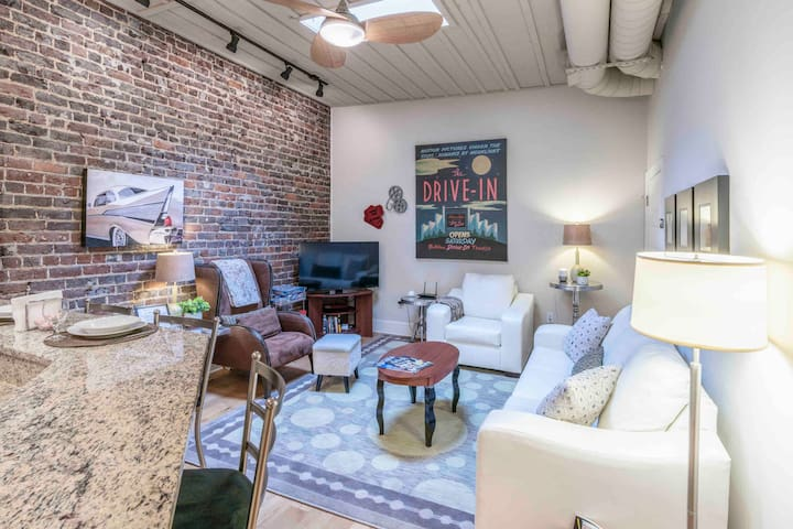 Cozy Urban LOFT in the heart of Downtown-Stylish
