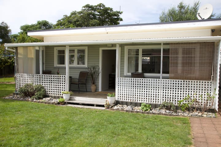 Aranui Cottage by the Wharf