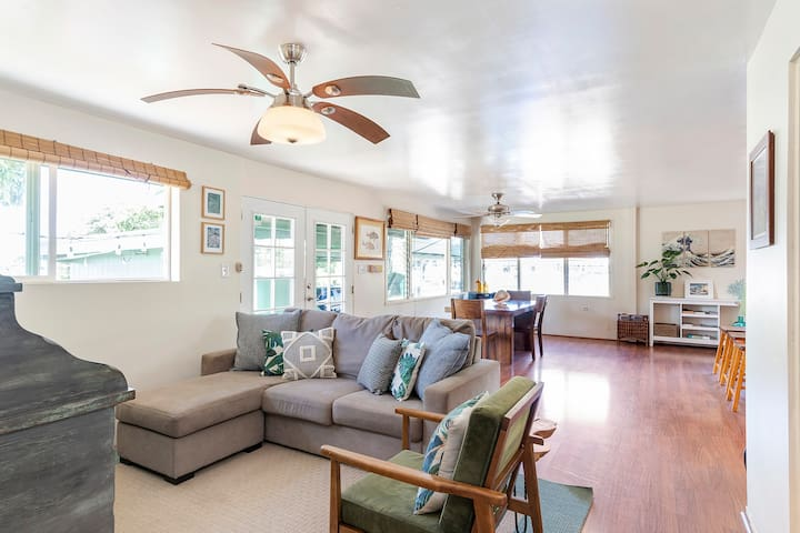 3 br Makaha Surf House **Minutes to the beach**