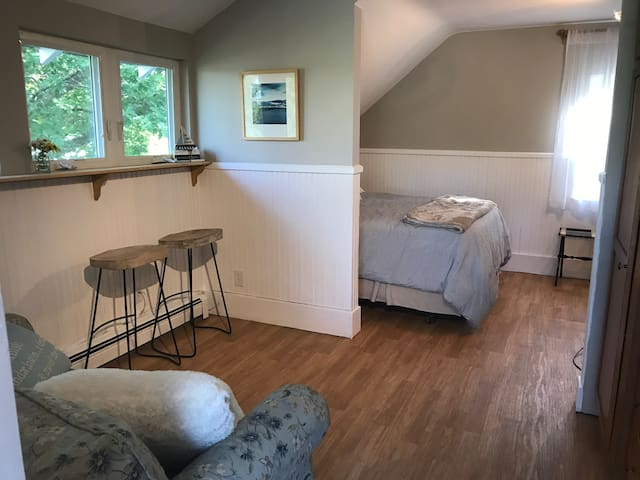 Suite 22 bay view in-town retreat