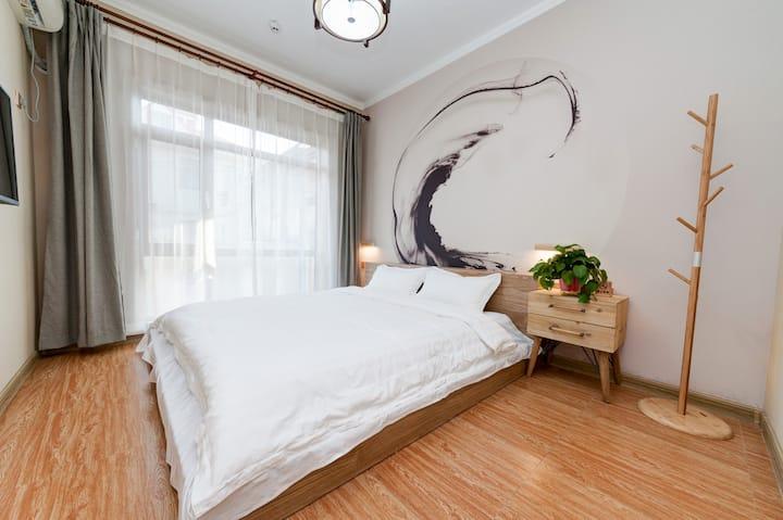 桃花树下.2号院朝阳加客厅榻榻米套房【见时】