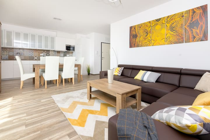Warsaw Airport 3-Bedroom Apartment