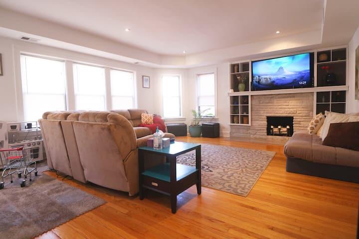 Loyola/Northwestern Chicago - 6 bed Comfort Flat