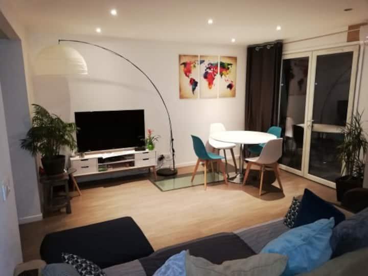 Joli appartement rénové avec une petite cour
