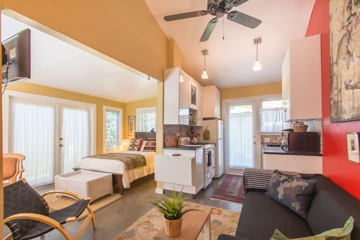 Charming Detached Guest Cottage