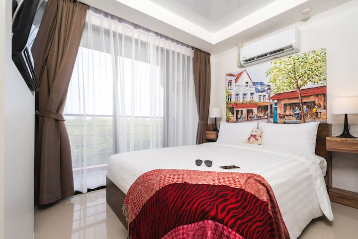 Spacious, bright and well decorated bedroom with Queen size bed, air conditioner, room darkening curtains, night stands on each side of the bed, flat screen TV and beautiful mountain and nature view. Bedroom has private bathroom.
