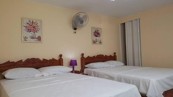 Hostal La Perla. Habitación 2, Room 2