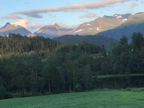 Gårdsidyll mellom Ålesund og Molde